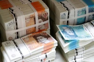 英脫歐新協議遭卡 英鎊結束連4升、一度跌0.84%