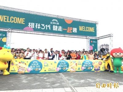 台灣人壽連續8年舉辦祖孫三代健走 台北馬場町紀念公園登場