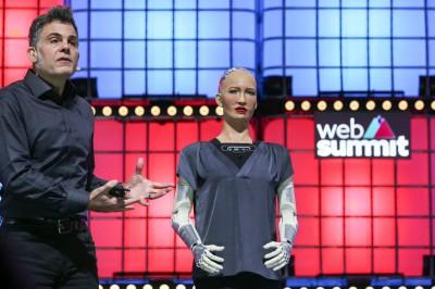 最美機器人也懂加密貨幣!索菲亞:但我根本不用錢