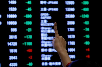 川普又潑貿易協議冷水 亞股下挫、港股大跌328點