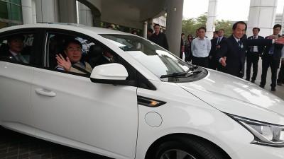 驅動綠能!台南市與納智捷共同推廣電動公務車