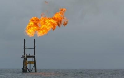 美伊互嗆油價飆破70美元 專家:聚酯價格有支撐