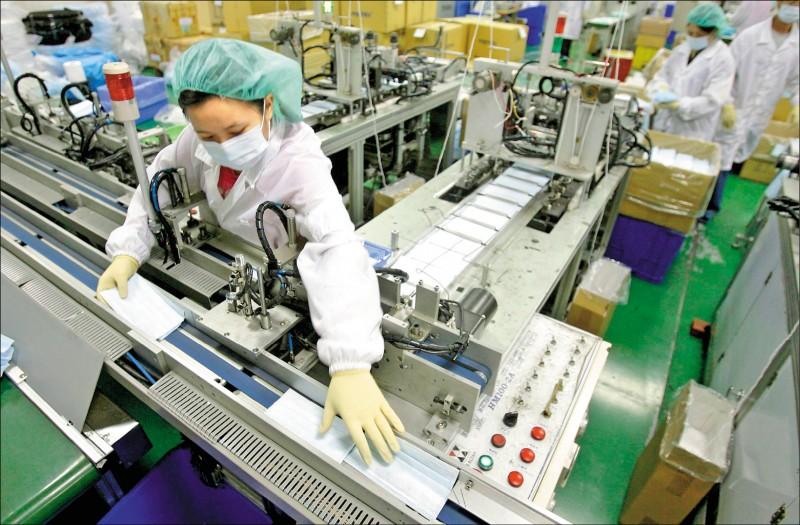 口罩廠提早開工 日產逾百萬個