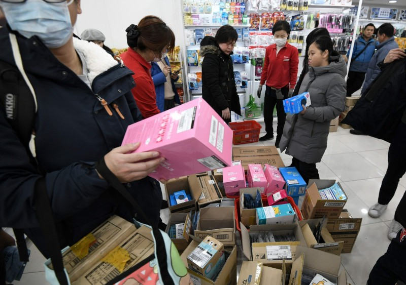 武漢肺炎》南韓民眾瘋搶口罩  週銷售額暴漲4380%