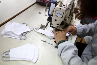 武漢肺炎》口罩好缺!逾3000家中企跨界生產口罩等防疫物資