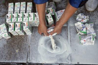 「毒奶」已12年 中國消費者仍不信任自家奶粉