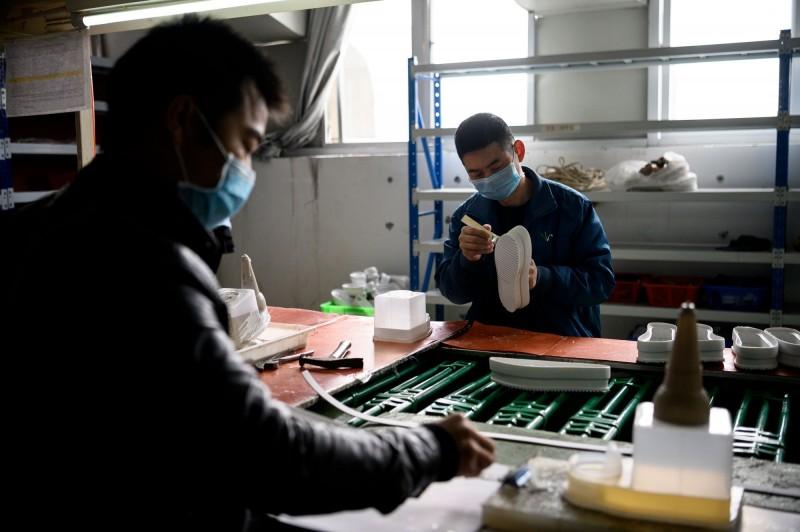 武漢肺炎》中國工廠活動全面萎縮 2月PMI創歷史新低