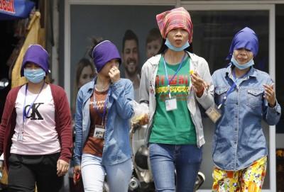 武漢肺炎》缺中國原料 柬埔寨百家成衣廠、16萬勞工陷停工