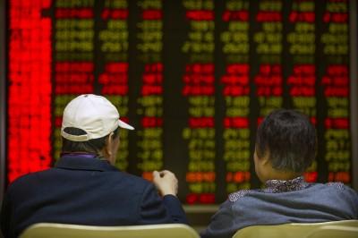 油價暴跌拖累!中、港股同步開低 恆生指數重挫逾4%