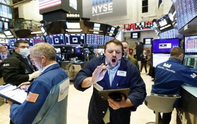 美股開高走低 道指吐光700點漲幅