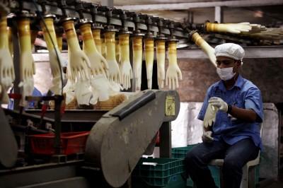 武漢肺炎》大馬手套廠警告:防疫措施已危及全球醫療手套供應