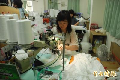 武漢肺炎》台灣織襪廠改產口罩 歐美大單猛來生產線全開