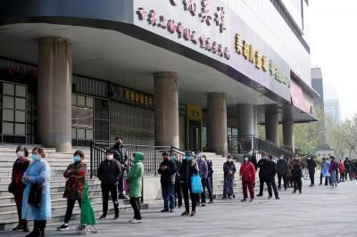 武漢肺炎》搶糧囤糧之亂  中國民眾瘋買米麵油