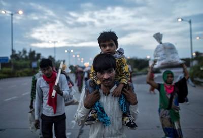 生活好難!調查:印度鎖國後 逾9成外地建築工人失業