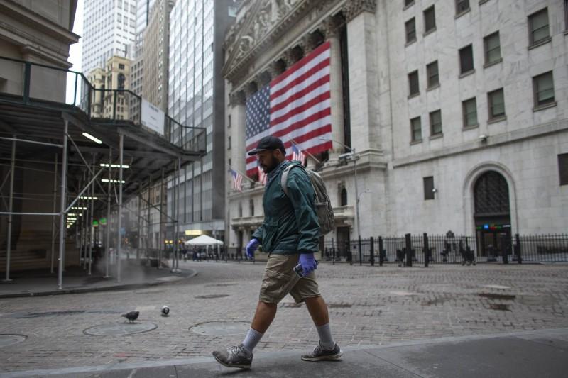 經濟數據、企業財報慘烈 道瓊重挫445點