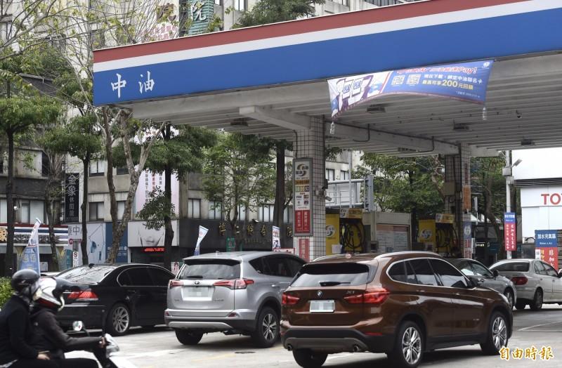 汽柴油明起各調降9角、1元 95無鉛每公升18.5元
