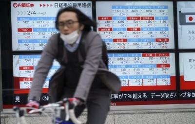 美原油期首見負值 亞股跟進下挫 日韓股跌逾1%