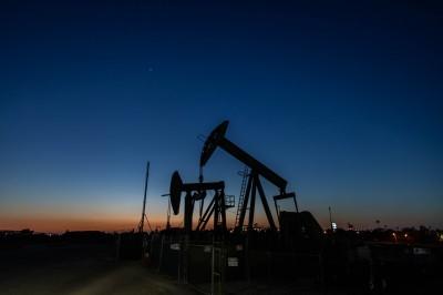 全球封鎖放鬆、產油商減產 國際油價收漲3%