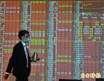 台股重返萬一 八大行庫賣超3.07億、連賣3個交易日