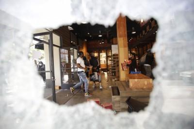 多家門市遭洗劫 沃爾瑪、蘋果宣布暫時關閉全美門市