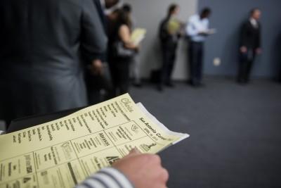 〈銀行家觀點〉疫情令美國失業攀升消費熄火  如何回溫成經濟復甦關鍵