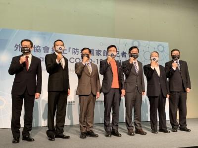 台灣布下天羅地網 施振榮:病毒根本吃癟!