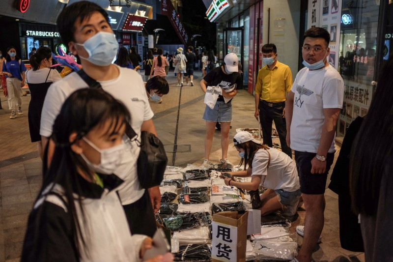 高層權鬥激烈 中國各地基層為「地攤」亂成一團