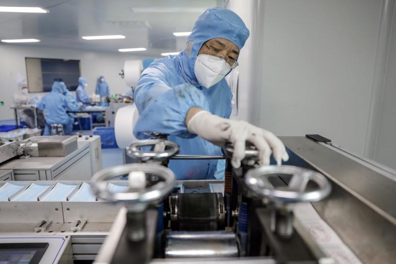 想賺疫情財!中國商人一窩蜂投資生產口罩 9成廠商慘賠