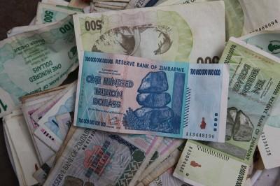 12年前發行1百兆鈔票  武肺疫情讓辛巴威通膨噩夢捲土重來