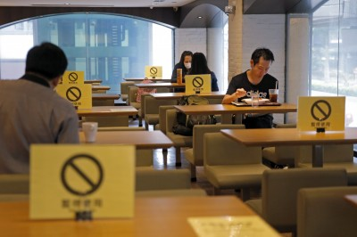 香港燃第3波疫情 餐飲業僅7月份損失114億元收入