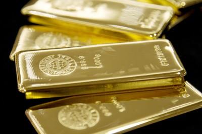 歐美砸錢紓困 黃金大漲至近9年新高