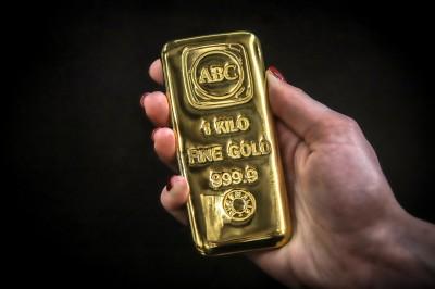 黃金直逼1900美元 續創近9年新高