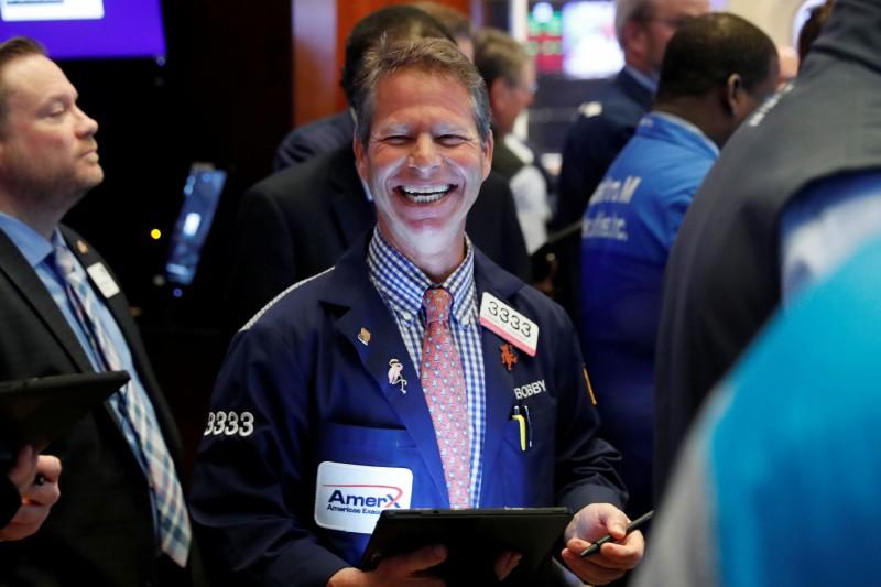 明星科技股帶頭衝 道瓊漲114點、費半急升逾3%