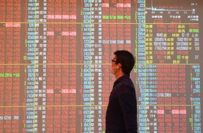 電子股續弱 台股跌逾70點回測12700點