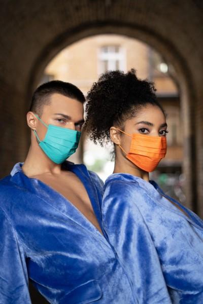 中衛超夯月河藍、潮橘口罩 康是美、屈臣氏今日首賣