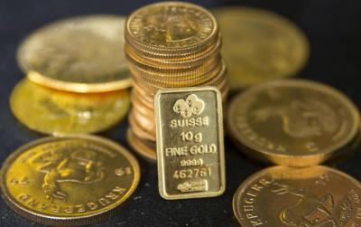 全球股市重挫 黃金漲至1週高點