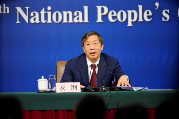 易綱突竄起掌中國央行 被指關鍵是他背後的3個人