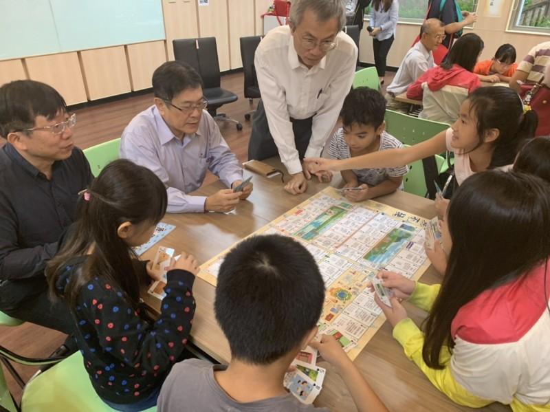 台電辦能源營隊 逾300名學童玩桌遊認識水力發電