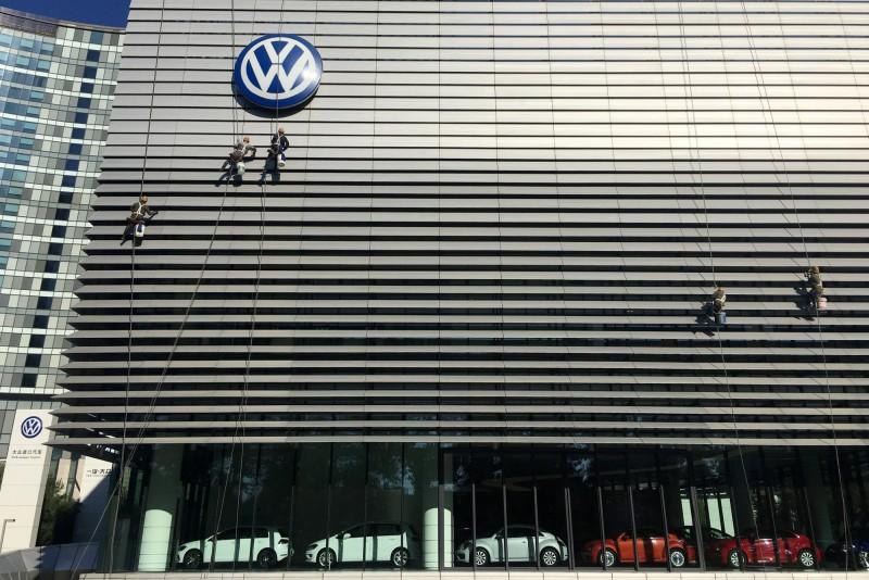 「堅持不了」貿易戰衝擊中國車市  福斯砍銷售目標