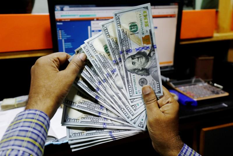 自己的貨幣不可靠  新興市場國民更愛美元