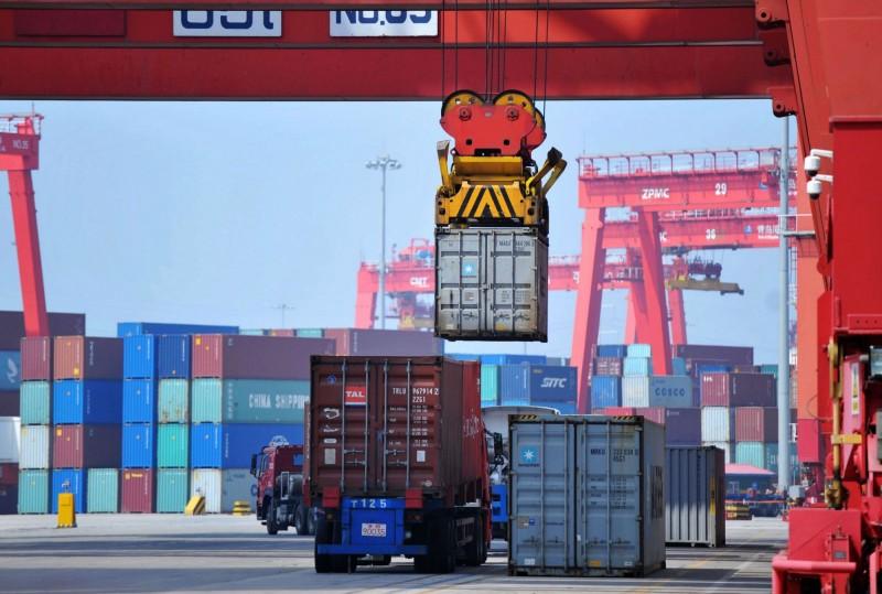 關稅戰刺激供應商提前出貨 中美12月初海運價格年漲逾100%