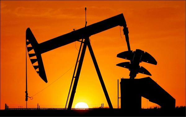 油價快腰斬 預示明年經濟黯淡