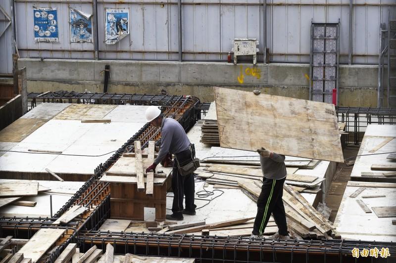 景氣擴增趨緩 8月底缺工21.4萬個、年減4600個