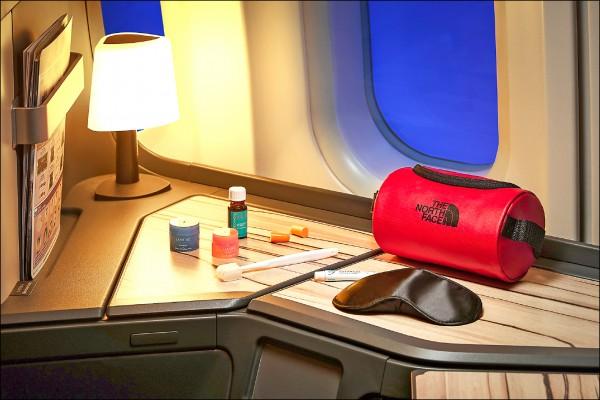華航60週年跨界合作 首波主打全新機上盥洗包