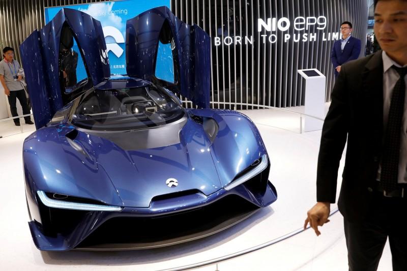 蔚來汽車傳祭競業條款  擋8大投行助競爭對手募資