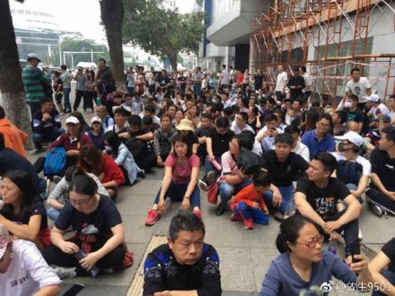 中國P2P再爆倒閉潮 東莞逾千人抗議200苦主被逮