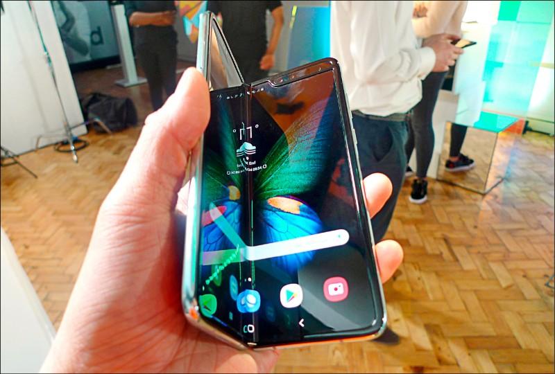 《國際現場》三星高價折疊手機 開賣前出包