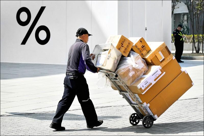 上月中國出口轉衰 對美順差又擴大