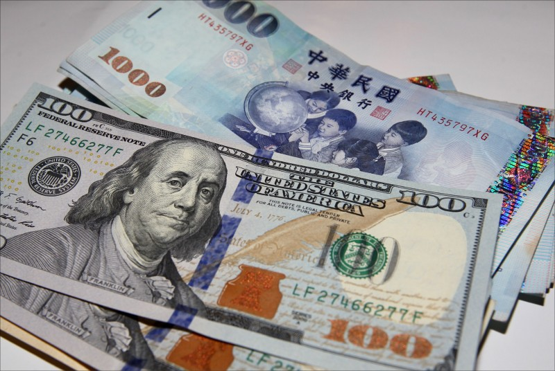 「所有外資都在買!」 台幣貶3.6分 收30.956元