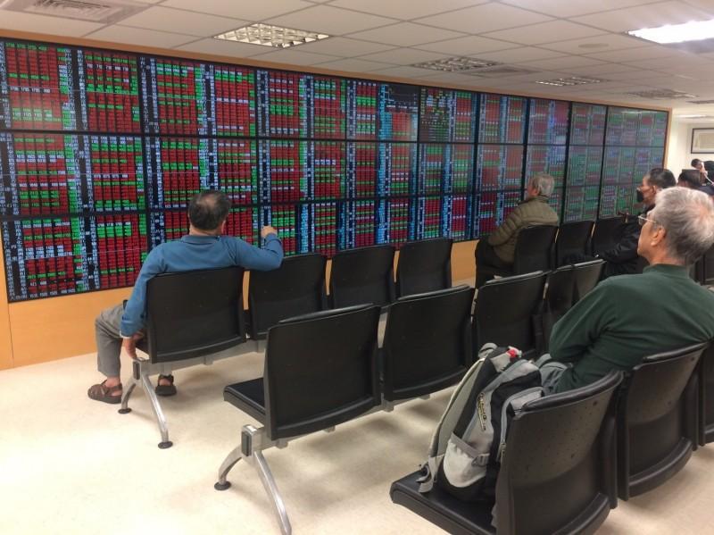 台積電走跌 台股跌54點失守10600點